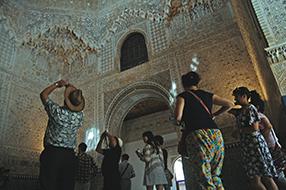 Granada - Alhambra TouristsREV2 286