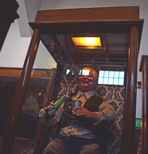 musee-mecanique-bartender